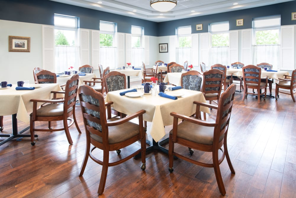 Dining hall with hardwood floors at Governor's Port in Mentor, Ohio