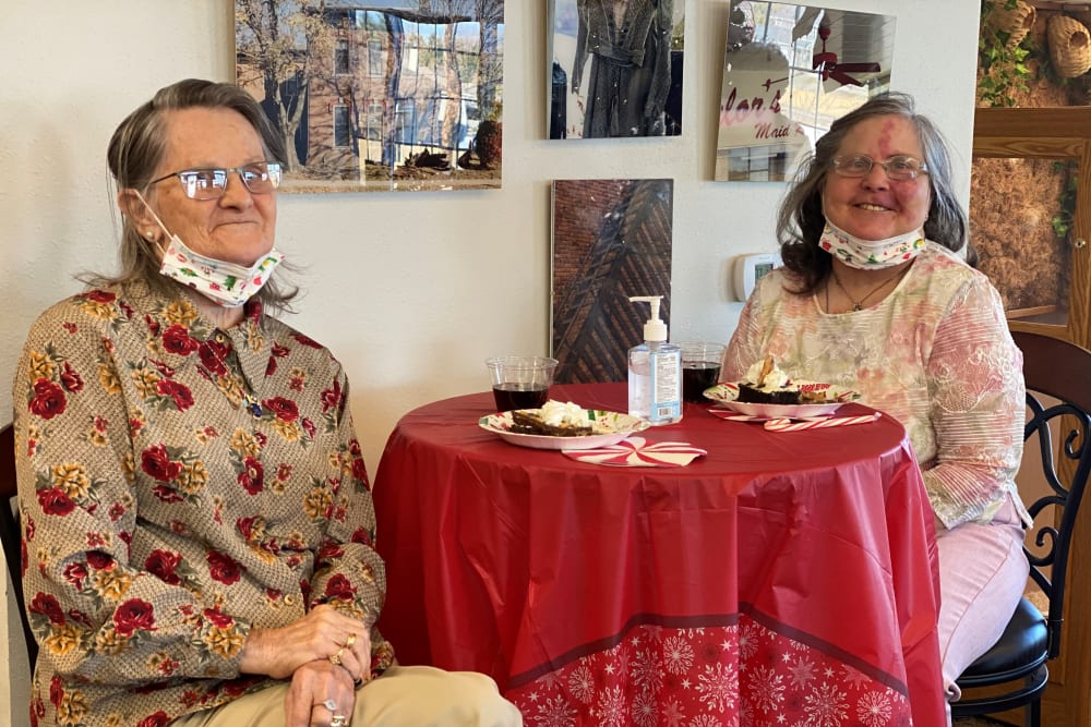 Two Residents sitting at a table at Glenwood Place in Marshalltown, Iowa