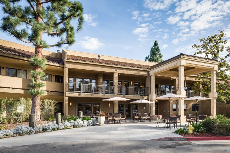 Exterior view of The Reserve at Thousand Oaks in Thousand Oaks, CA