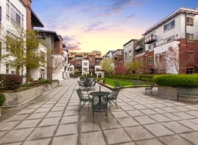 Beautiful exterior to senior living in Seattle