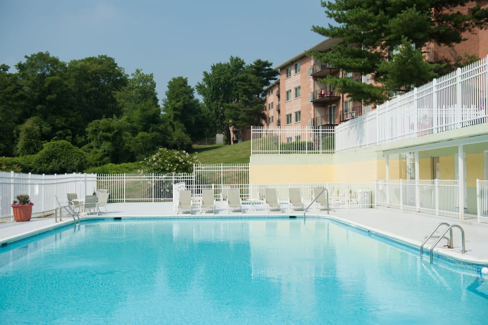 Swimming pool at Bennington Crossings Apartment Homes in Alexandria, Virginia