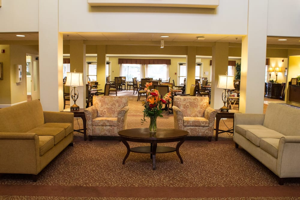 Sitting area in the lobby at Woodside Senior Living in Springfield, Oregon