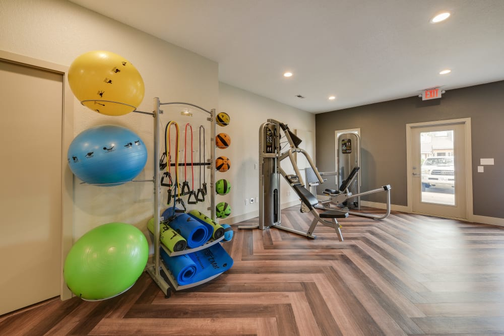 Clean, modern community gym at Carriage House Apartments in Vancouver, Washington