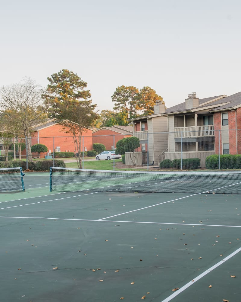 The Mark Apartments offers a tennis court in Ridgeland, Mississippi