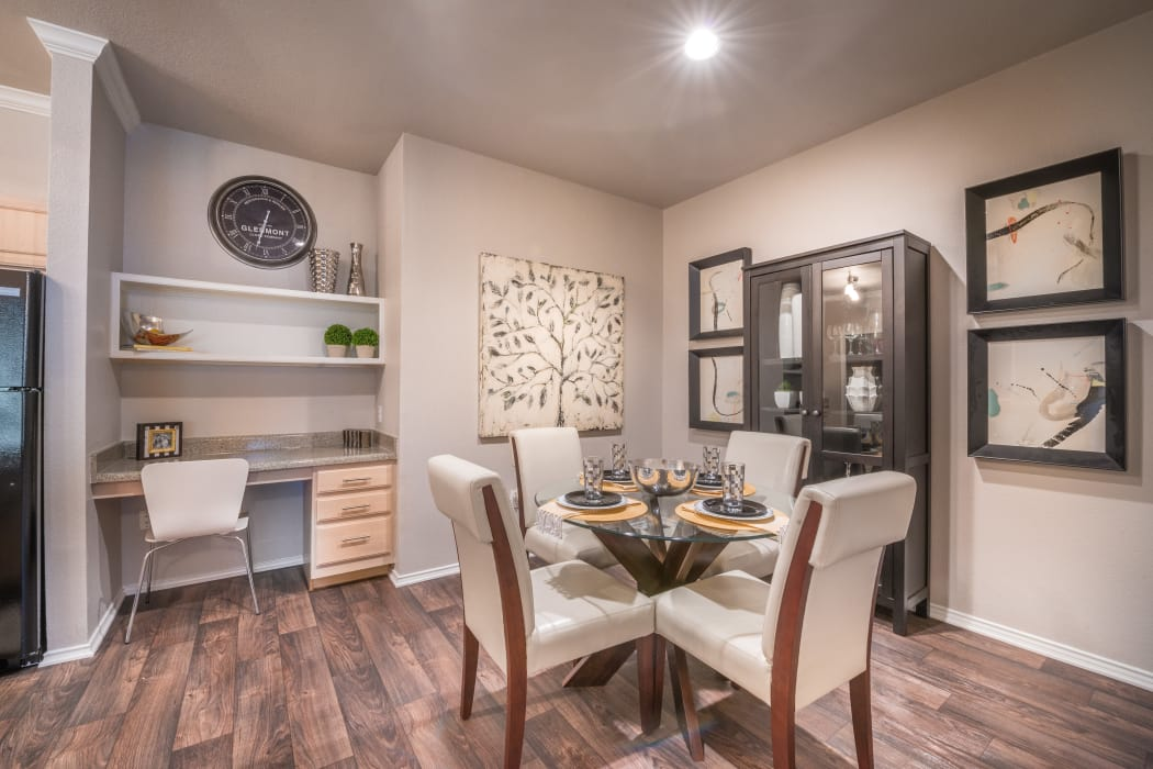 23Hundred at Ridgeview showcases wood-plank flooring in Plano, Texas