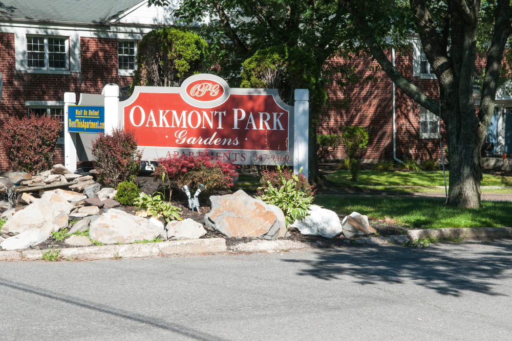 Front sign at Oakmont Park Apartments in Scranton, Pennsylvania