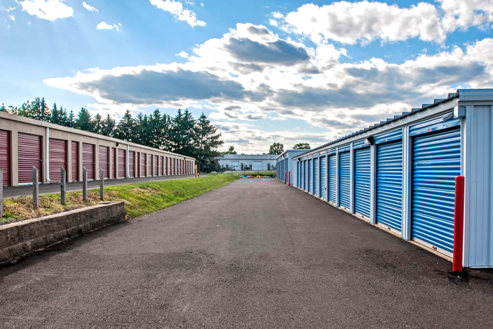 Metro Self Storage offers outdoor units in Warminster, Pennsylvania