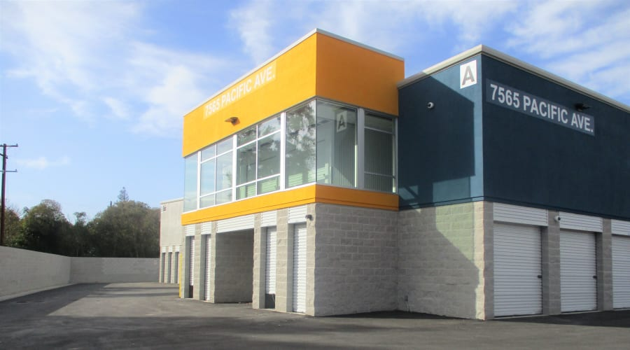 Entry of First Rate Storage in Stockton, California