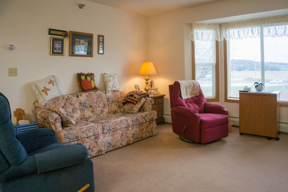Spacious living room at Meadow Lakes Senior Living in Rochester, Minnesota.