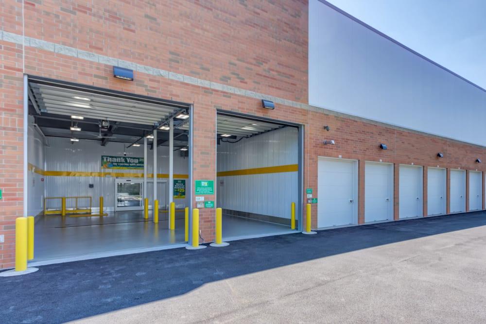 Exterior units at Metro Self Storage in Addison, IL
