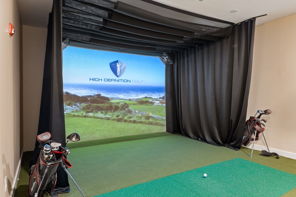 Virtual golf at The Claiborne at Brickyard Crossing in Summerville, South Carolina