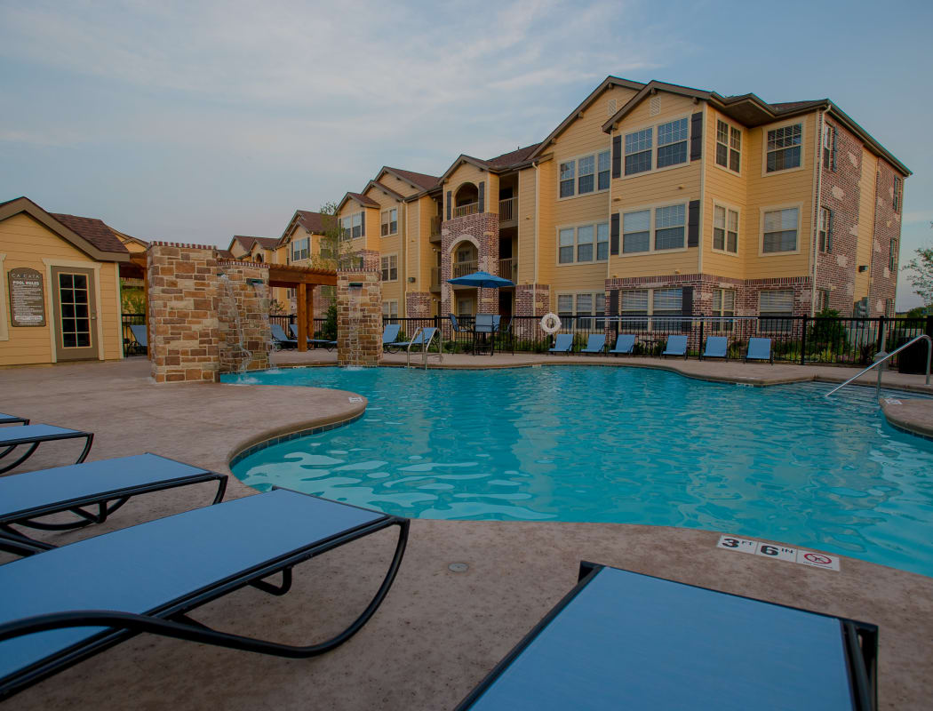 Swimming pool at Cascata Apartments in Tulsa, Oklahoma