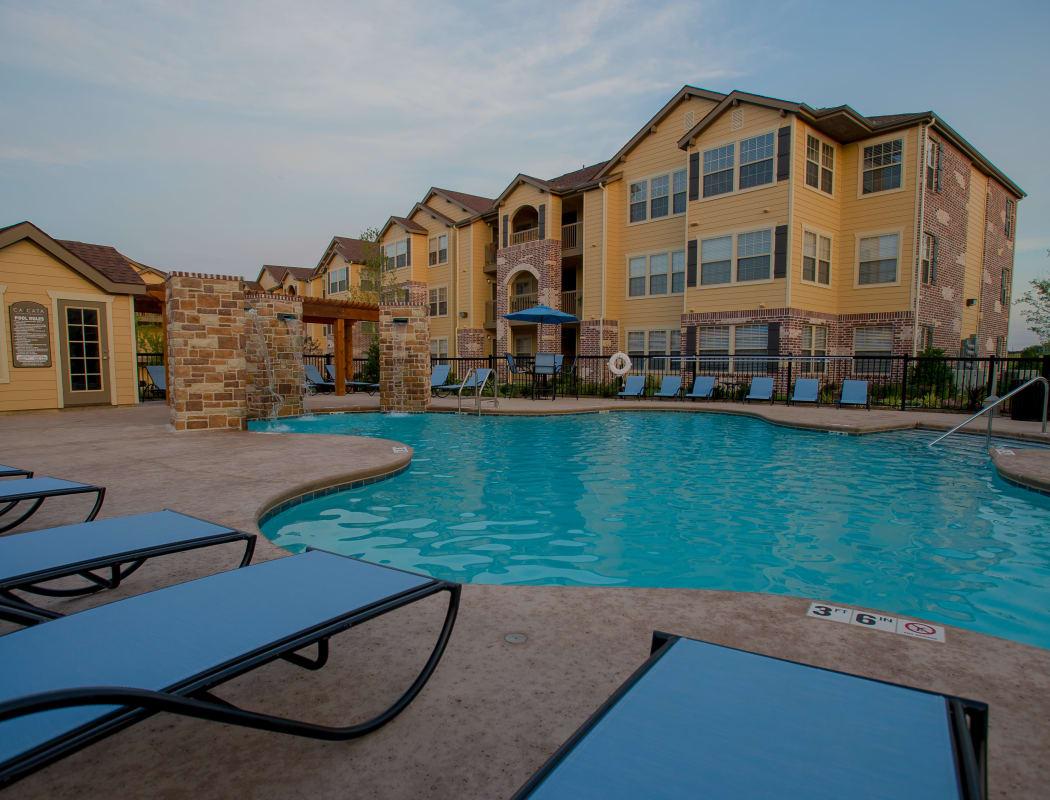 Swimming pool at Cascata Apartments in Tulsa, Oklahoma