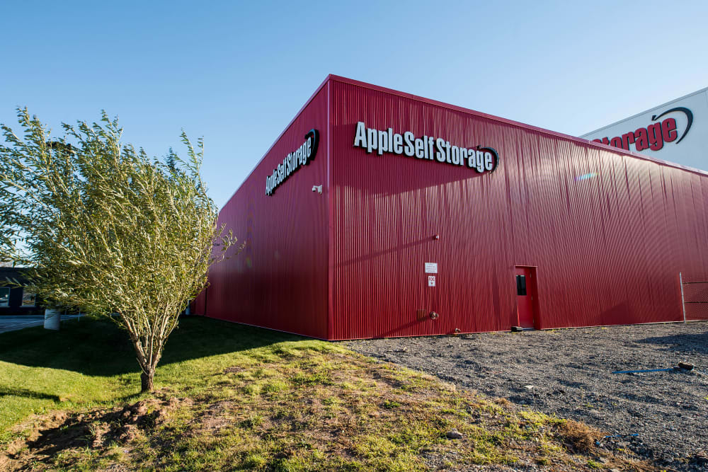 Well-kept grounds at Apple Self Storage - Oakville in Oakville, Ontario