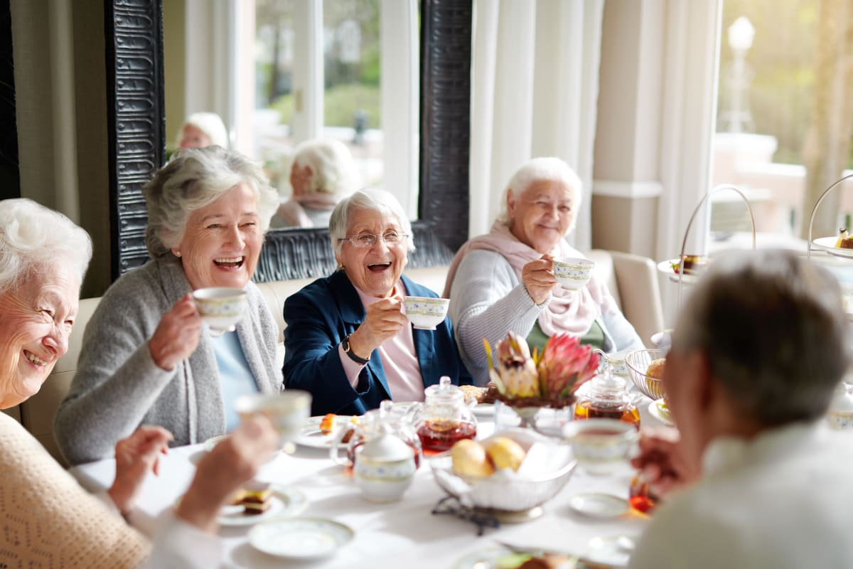 Residents enjoying a meal together at Canyon Creek in Cottonwood Heights, Utah.
