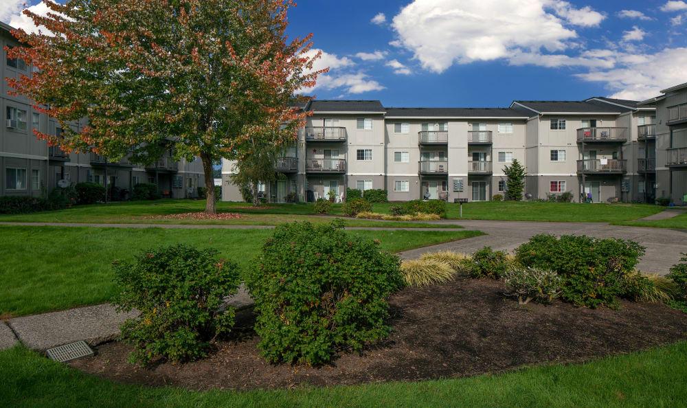 Courtyard at Bridge Creek Apartments in Vancouver, Washington