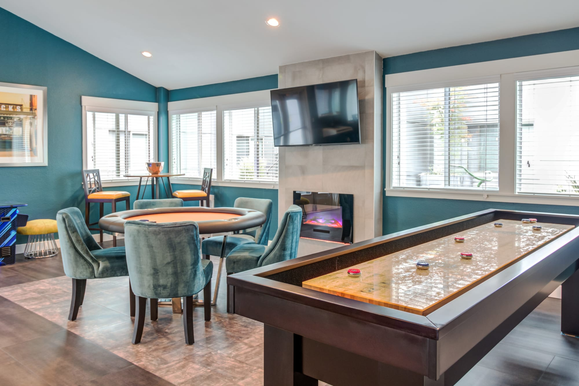 The game lounge at Elan 41 Apartments in Seattle, Washington
