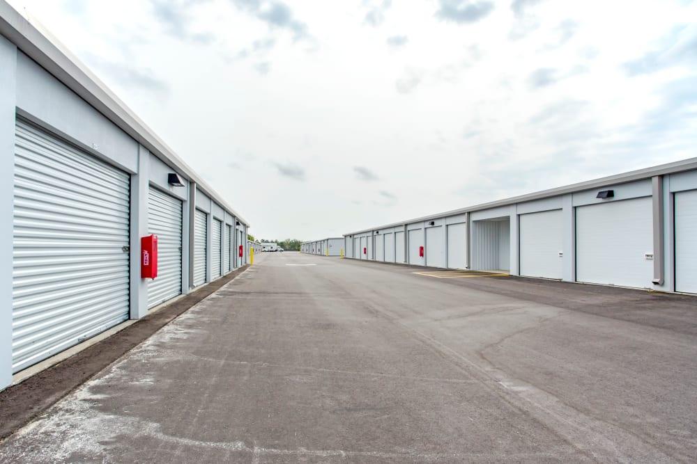 Exterior drive up units at Metro Self Storage in Orlando, Florida