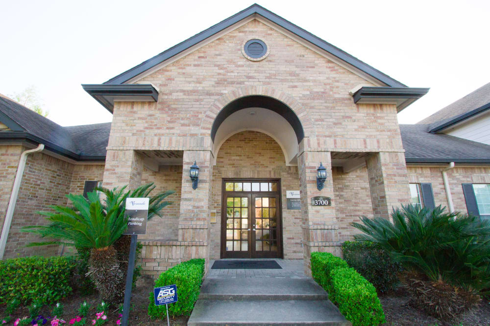 office exterior at Veranda in Texas City, Texas