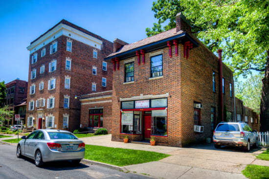 Street view of Concord & Castle apartments in Des Moines, Iowa
