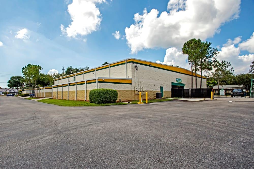 Facility exterior view at Metro Self Storage in Tampa, Florida