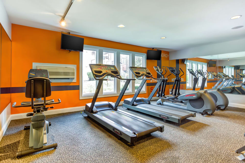 Lakeside Apartments offers a state-of-the-art fitness center in Wheaton, Illinois