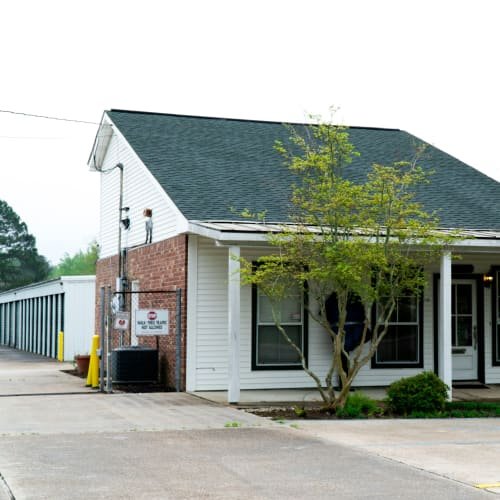 Rental office and outdoor units at Red Dot Storage in Baker, Louisiana