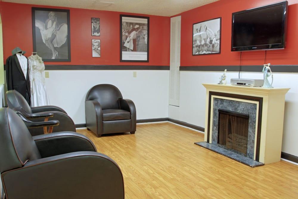 An entertainment room at Bradenton Oaks in Bradenton, Florida