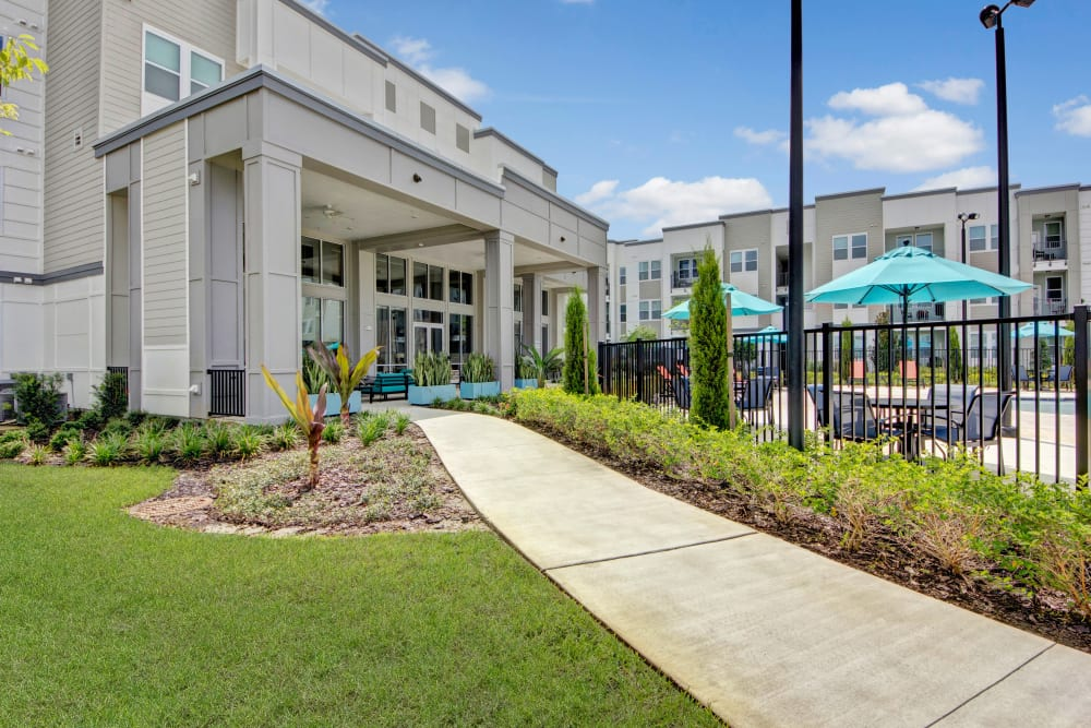 A walkway to the clubhouse and pool at Linden on the GreeneWay in Orlando, Florida