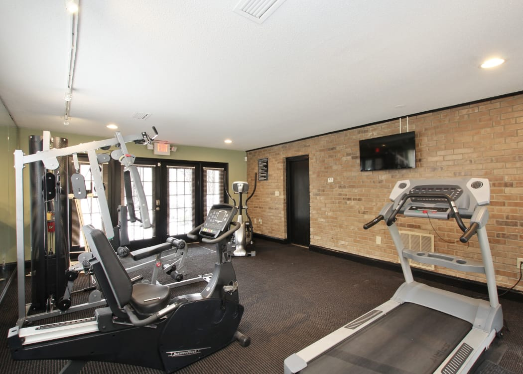 Stay healthy in the Alturas Embry Hills fitness center in Doraville, Georgia