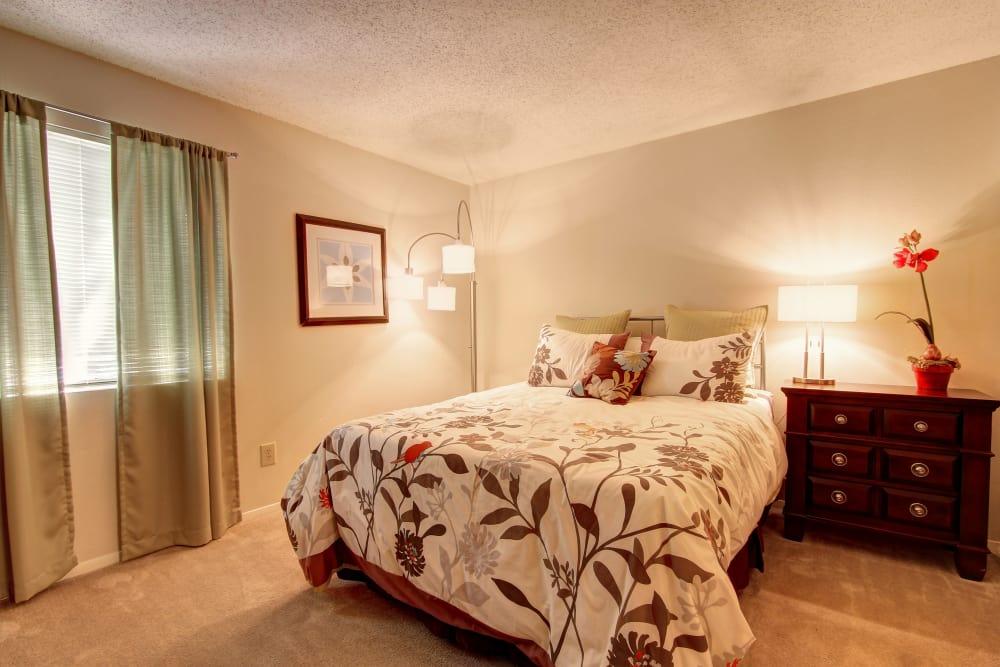 Bridge at Northwest Hills offers a beautiful bedroom in Austin, Texas