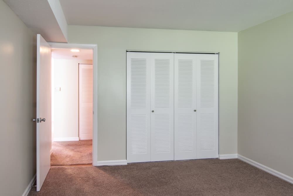 Modern apartments with closets in Enfield, Connecticut