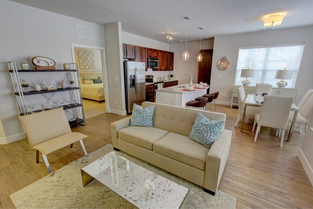 Well decorated living room at The Pointe at Dorset Crossing in Simsbury, Connecticut