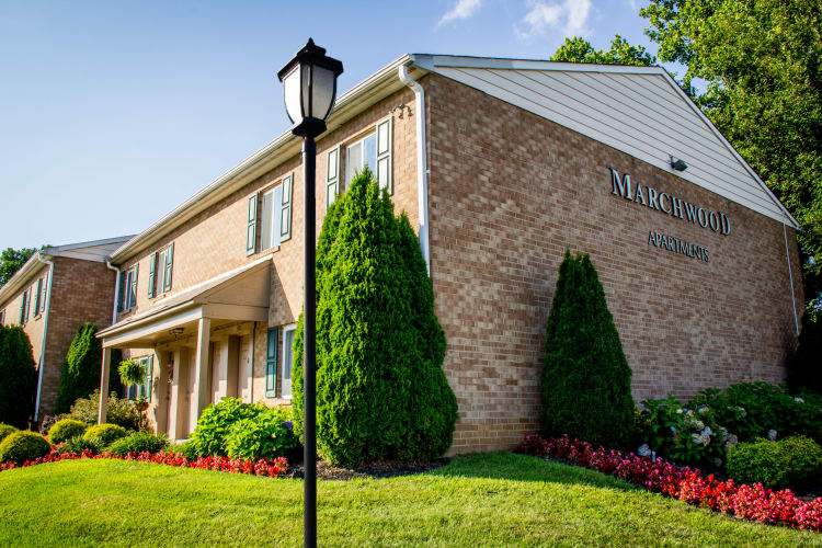 Apartment homes with manicured lawns at Marchwood Apartment Homes in Exton, Pennsylvania.