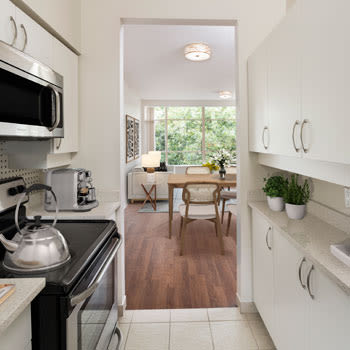 A view of the kitchen amenities at Dunway Court in Vancouver