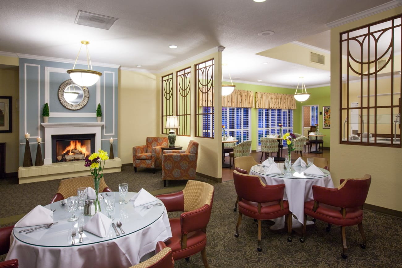 Cottonwood Creek offers a dining area in Salt Lake City, Utah