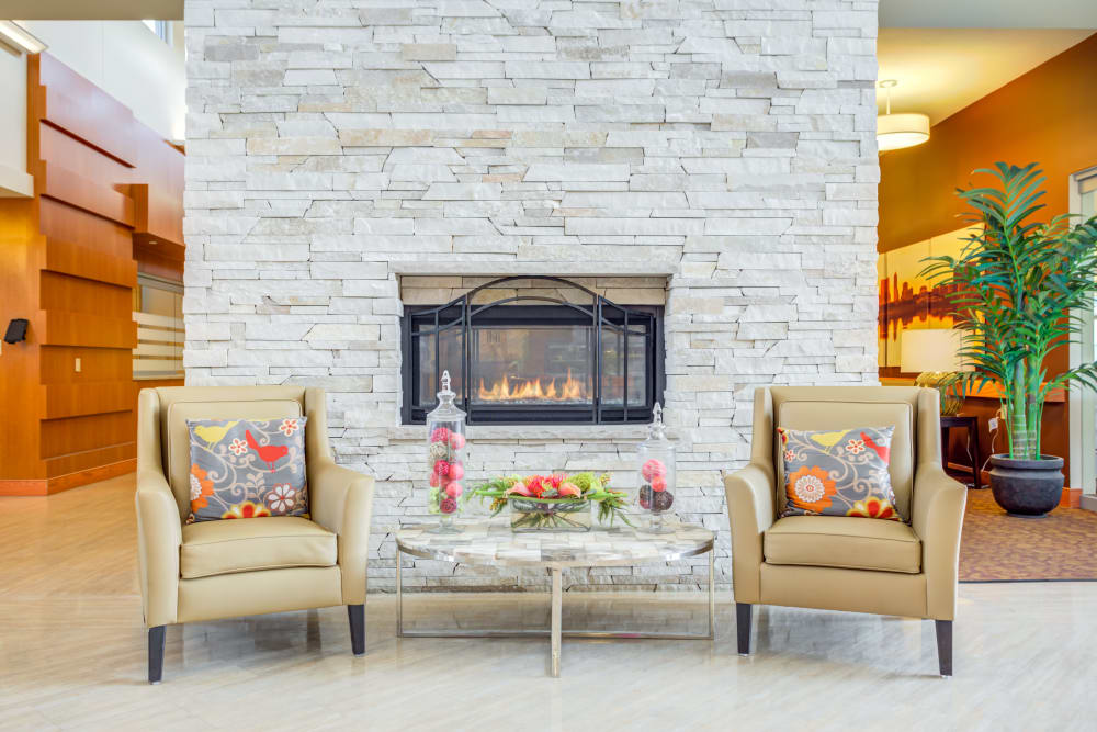 A lounge with a fireplace at Arlington Place Health Campus in Indianapolis, Indiana