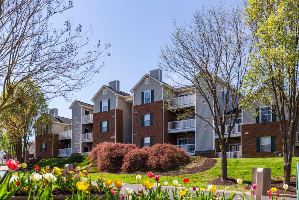 Beautiful exterior view of Glade Creek Apartments and private balconies in Roanoke, Virginia