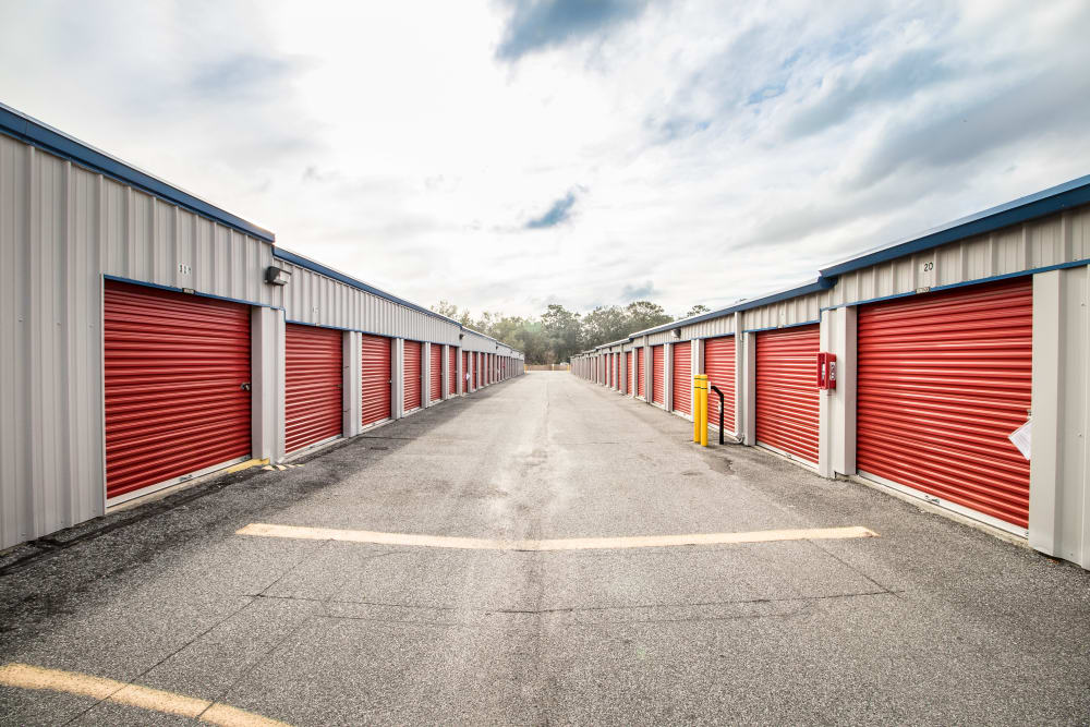 Ocala, Florida storage facility offers clean exterior storage units