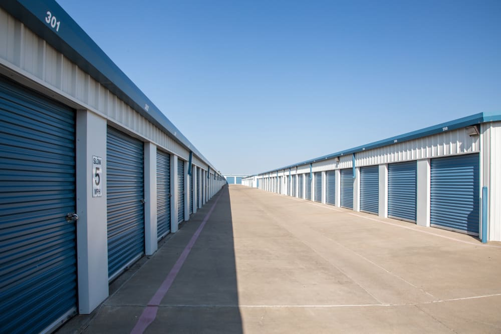 Outdoors self storage units at Metro Self Storage in Amarillo, Texas