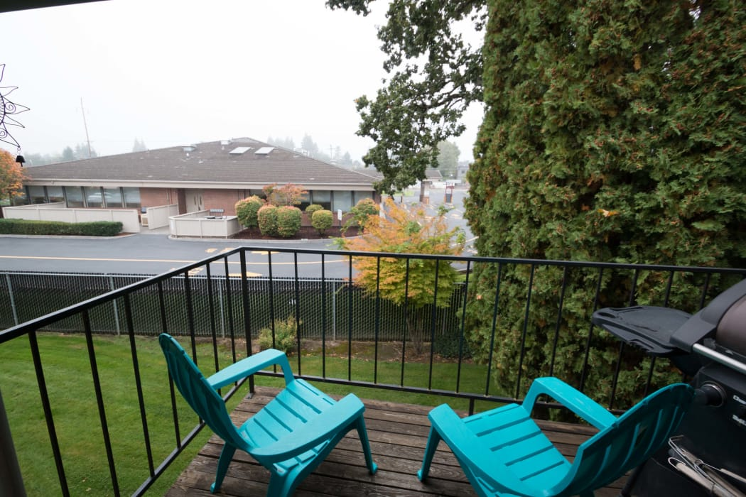 Enjoy beautiful private balcony at Oaktree in Vancouver, WA
