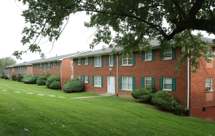 Exterior view of apartments at King Edward Apartments in Lexington, Kentucky