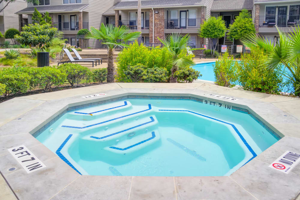 Hot tub at Enclave at Water's Edge Apartments in Austin, Texas