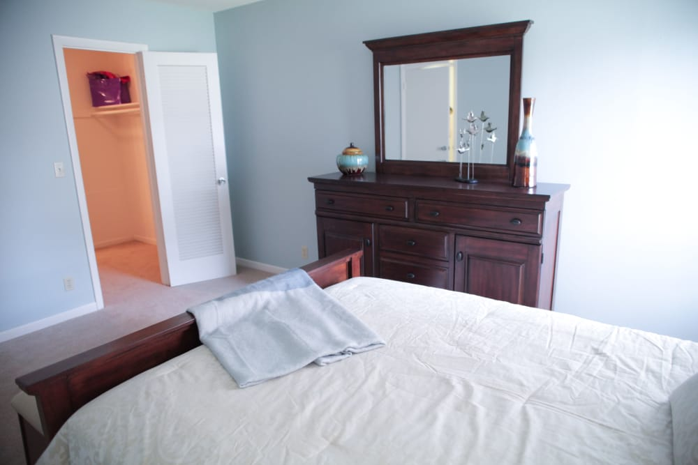 Alternative view of model bedroom at Lime Tree Village