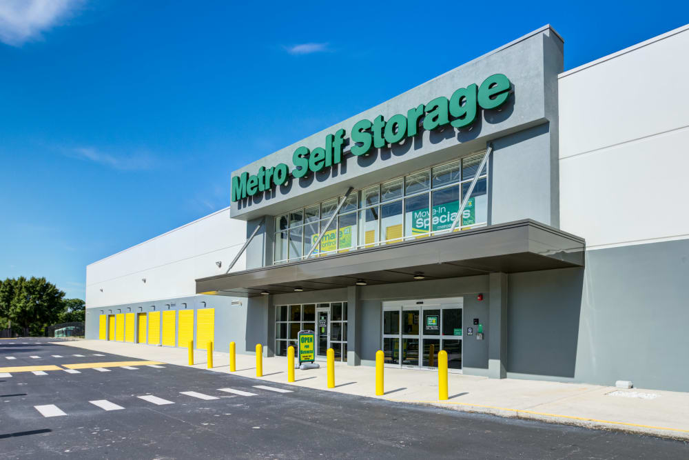 exterior view of main entrance to office at Metro Self Storage in Orlando