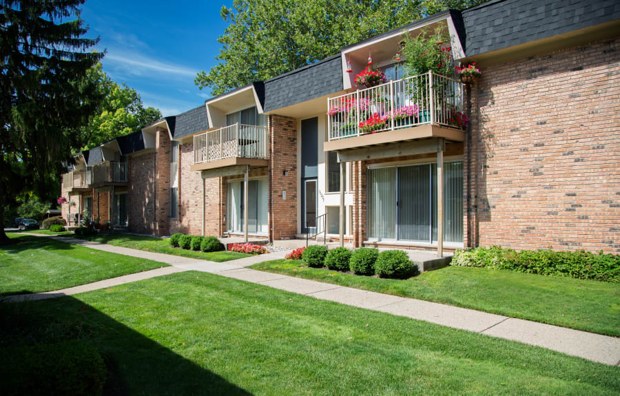 Resident buildings and green lawn at Kensington Manor Apartments in Farmington, Michigan