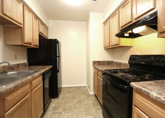Link to photos page at Willow Oaks Apartments in Chesapeake, Virginia