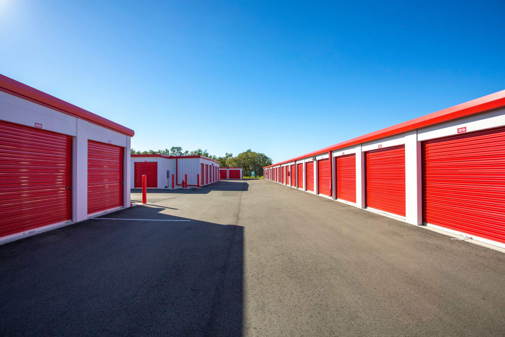 Outdoor access storage units at Metro Self Storage in Riverview