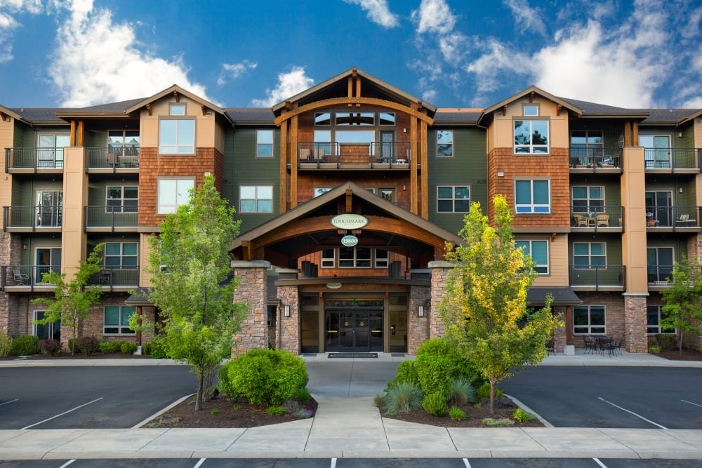 The building exterior and main entrance at Touchmark at Mount Bachelor Village in Bend, Oregon