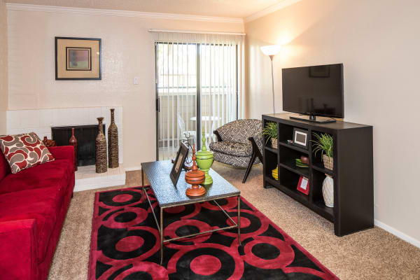 Heritage Fields offers a beautiful living room in Arlington, Texas